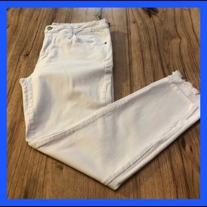 """Just Black """"White"""" skinny jeans low rise. Size 31"""